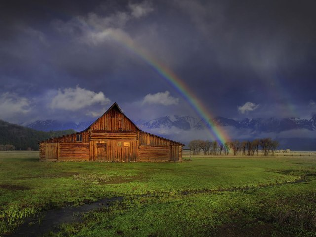 Rainbow-Forever-Moulton-Barn-at-Grand-Teton-National-Park-Wyoming