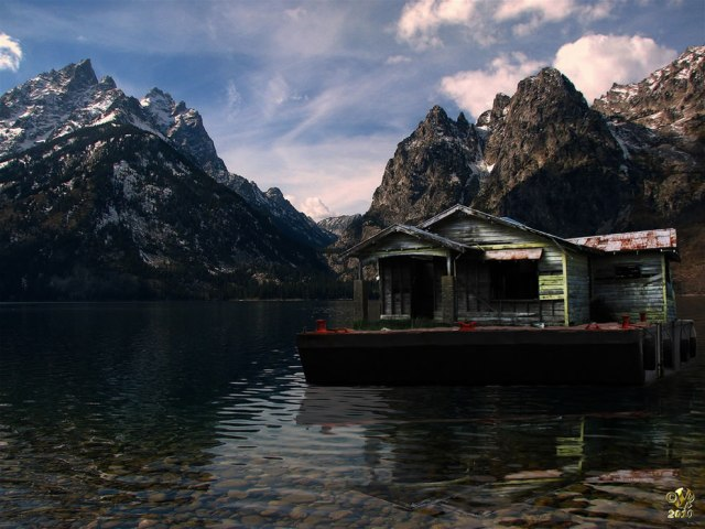 The-Derelict-House-visits-Eves-Nature-Mountain-and-Lake